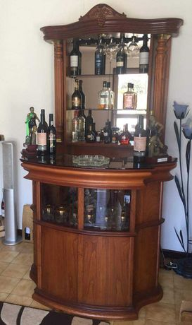 Bar de madeira em excelente estado de conservação.