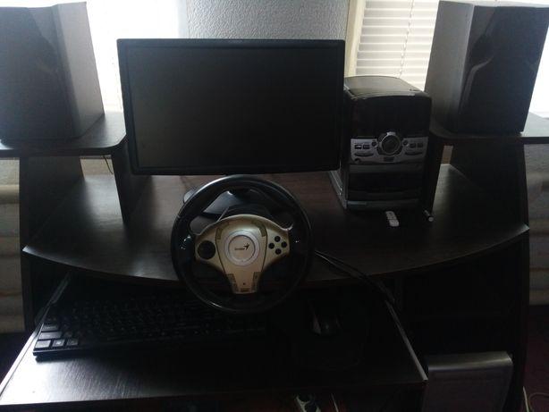 Продам компьютер ( пк+монитор+руль+стол)