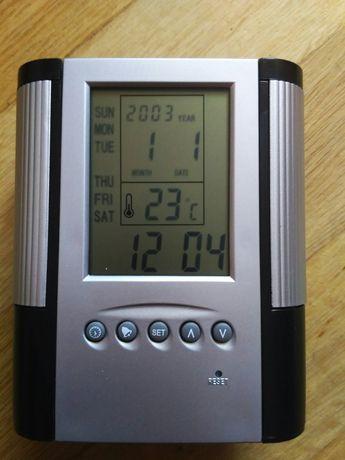 Многофункциональные настольные электронные часы