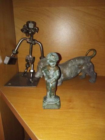 Manneken PiS figurka sikającego chłopca