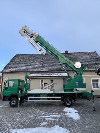 Żuraw Ciesielski dźwig dekarski Bocker AK32/2000 z koszem
