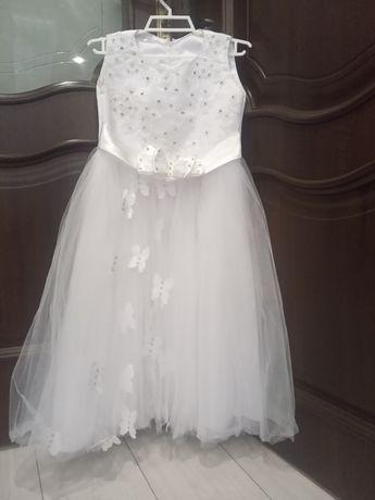Красиве біле плаття для дівчаток