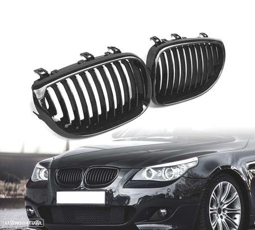 GRELHAS FRONTAIS BMW SERIE 5 E60 E61 03-10 LOOK PERFORMANCE PRETO BRILHANTE