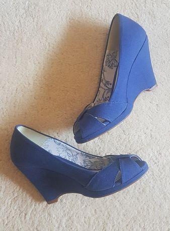 Sapatos cunha Stradivarius - 37
