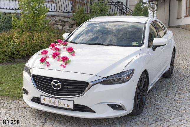 Delikatna dekoracja na samochód z pięknych sztucznych kwiatów-ozdoby