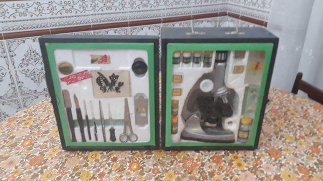 Microscópio para estudo com caixa de transporte