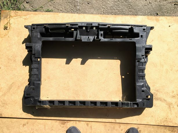 Панель передняя телевизор рамка Volkswagen Touran Caddy 2010-