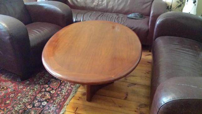 Mahoniowy stół, ładny