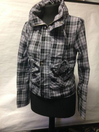 Ciekawa szaro-czarna kurtka w kratkę rozmiar 10