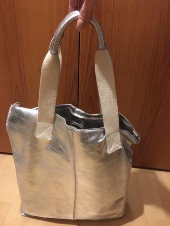 Skórzana torebka srebrna