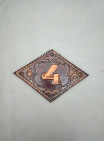 Чеканка, табличка, номер квартиры 4