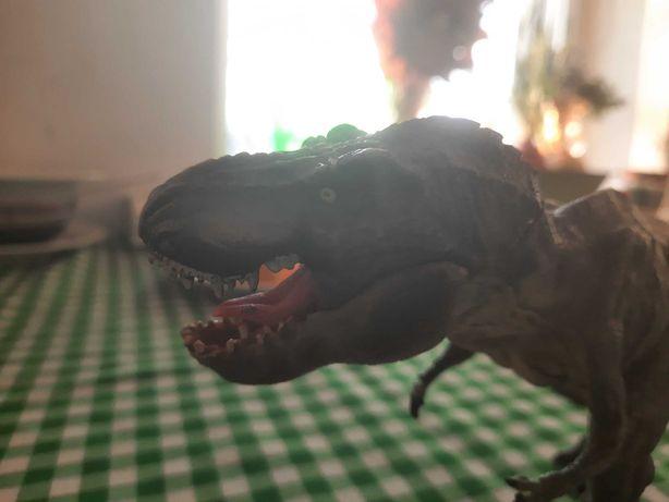 Продам игрушку фигура Тиранозавра, двигаются челюсти