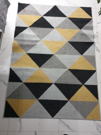 Sprzedam dywan..wymiar 120x170.polecam