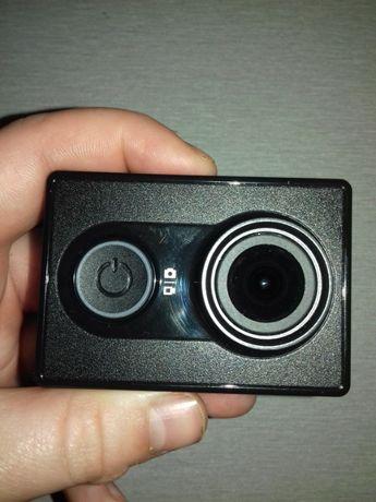 Продаю екшин камеру ксіомі yi