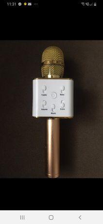 Mikrofon bluetooth z głośnikiem.