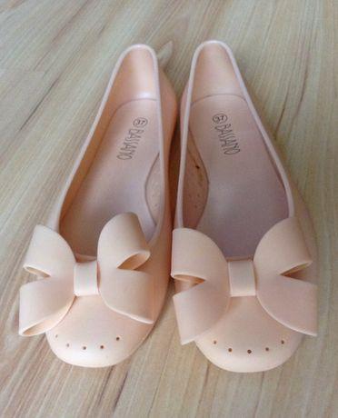 Balerinki meliski pudrowy róż CCC buty gumowe baletki