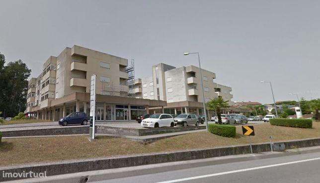 Garagen e estacionamento em Amarante, Figueiró (Santiago)