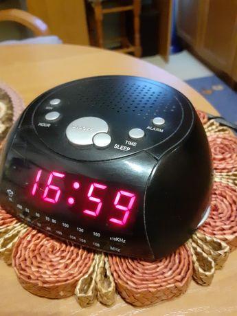 Radio-budzik z wyświetlaczem