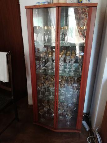 Cristaleira com 48 cálices