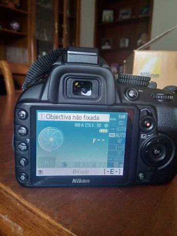 Camara fotográfica Nikon D3100 muito bem estimada