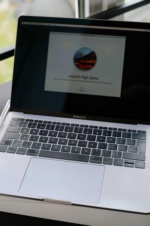 В идеальном состоянии мощный MacBook Pro 13 2017  16 Gb / 256 SSD