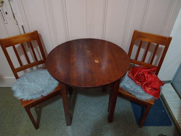 Drewniany stół (bez krzeseł)