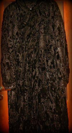 futro z karakuły czarne łapki