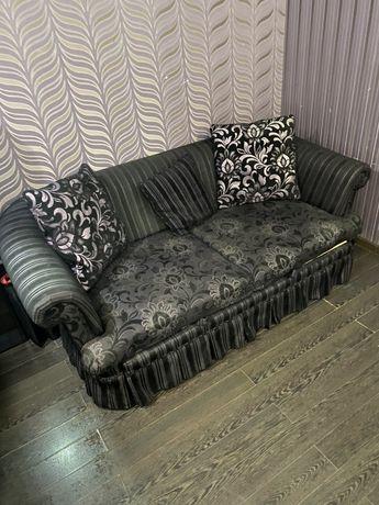 Продам мягкий диван с раскладной системой с двумя спальными местами.