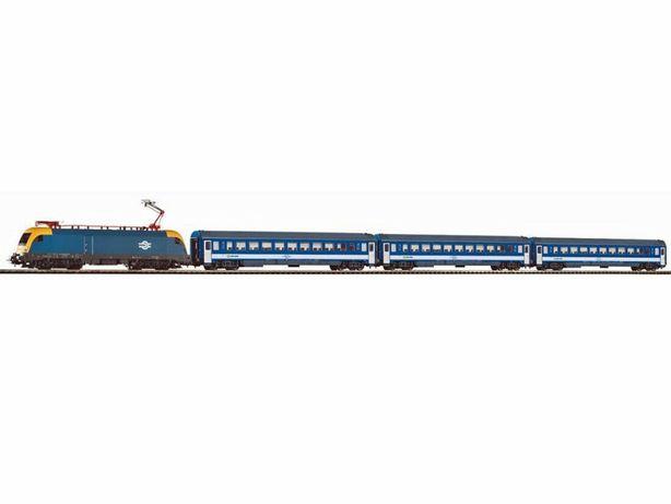 Железная дорога Piko Пико. Электровоз Taurus с 3 пасс вагонами