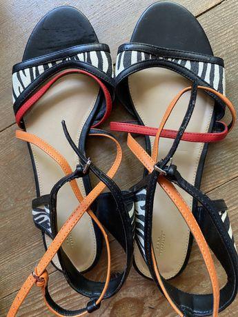 Sandalias e Sapatos Zara