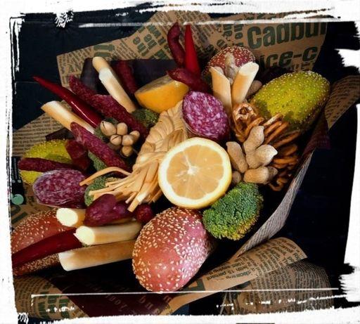 Смачні чоловічі, солодкі, фруктові, овочеві букети