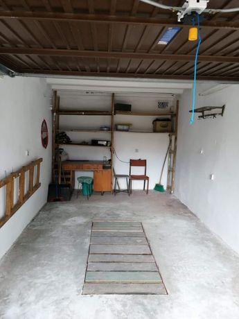 Miejsce w garażu na motocykl