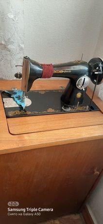 Швейная  машинка  подолка