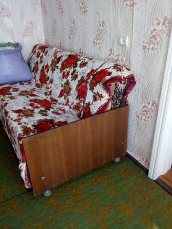 родам диван на деревяной основе