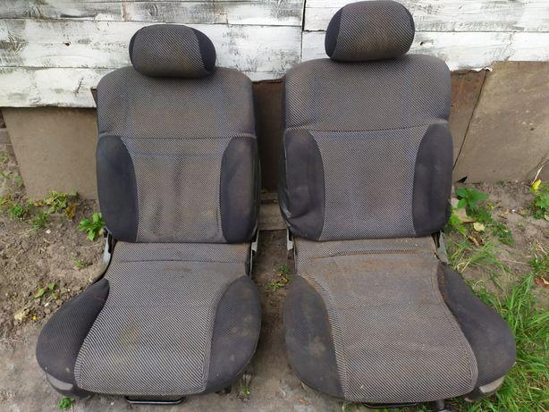 Передние сиденья Форд