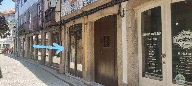 loja comercial no coração do centro histórico de Guimarães