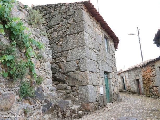 Casa Pitoresca na pacata aldeia de Vila Soeiro, concelho ...
