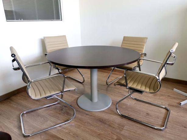 mesa redonda para reunião com 4 cadeiras