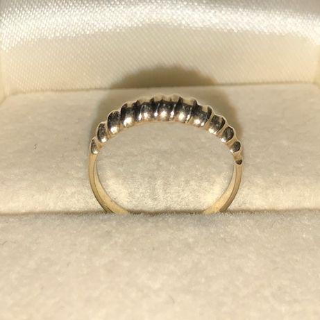 Śliczny, złoty pierścionek p. 585 r. 4