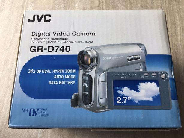 Видеокамера JVC GR-D740