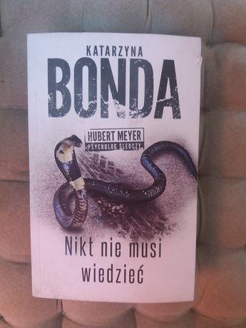 """Sprzedam lub zamienię książkw """"Nikt nie musi wiedzieć"""" Katarzyny Bondy"""