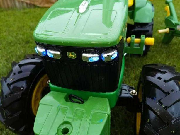 Детский педальный трактор