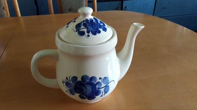 Dzbanek do herbaty , fajans ,Wloclawek ,recznie malowany .Nieuzywany.