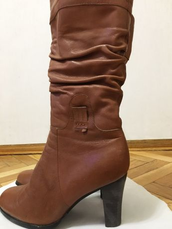 Новые кожаные женские сапоги