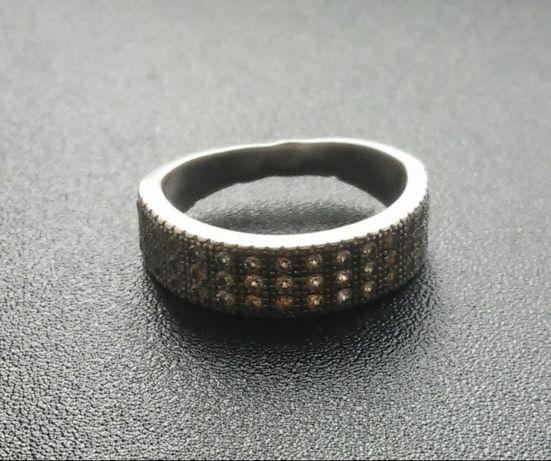 Небольшое серебряное колечко