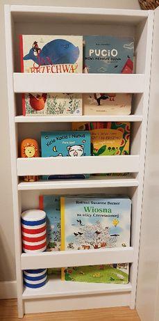Regał na książki dla dzieci