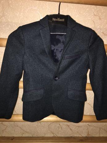 Солидный пиджак на мальчика
