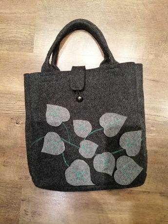 Piękna filcowa ręcznie robiona damska torebka, rękodzieło, wyróżniając