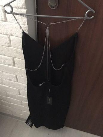Sukienka czarna lancuszki plecy