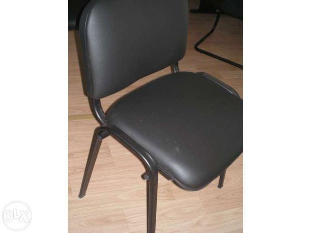 """Cadeira de 4 pés em semi-pele preta """" Nova"""""""
